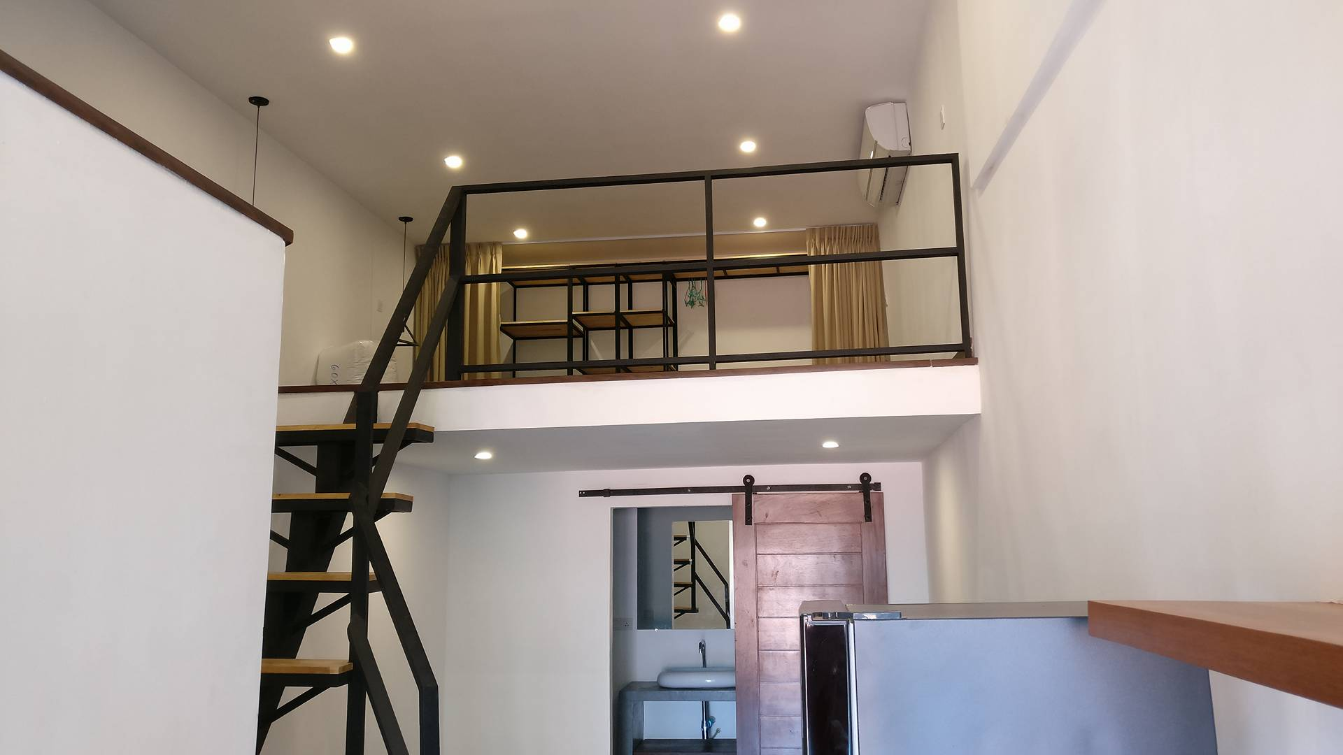Modern duplex apartment in Daun Penh LGM164