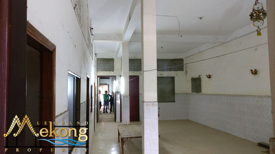 Apartment 207m2 to renovate for sale on Riverside - LGM213