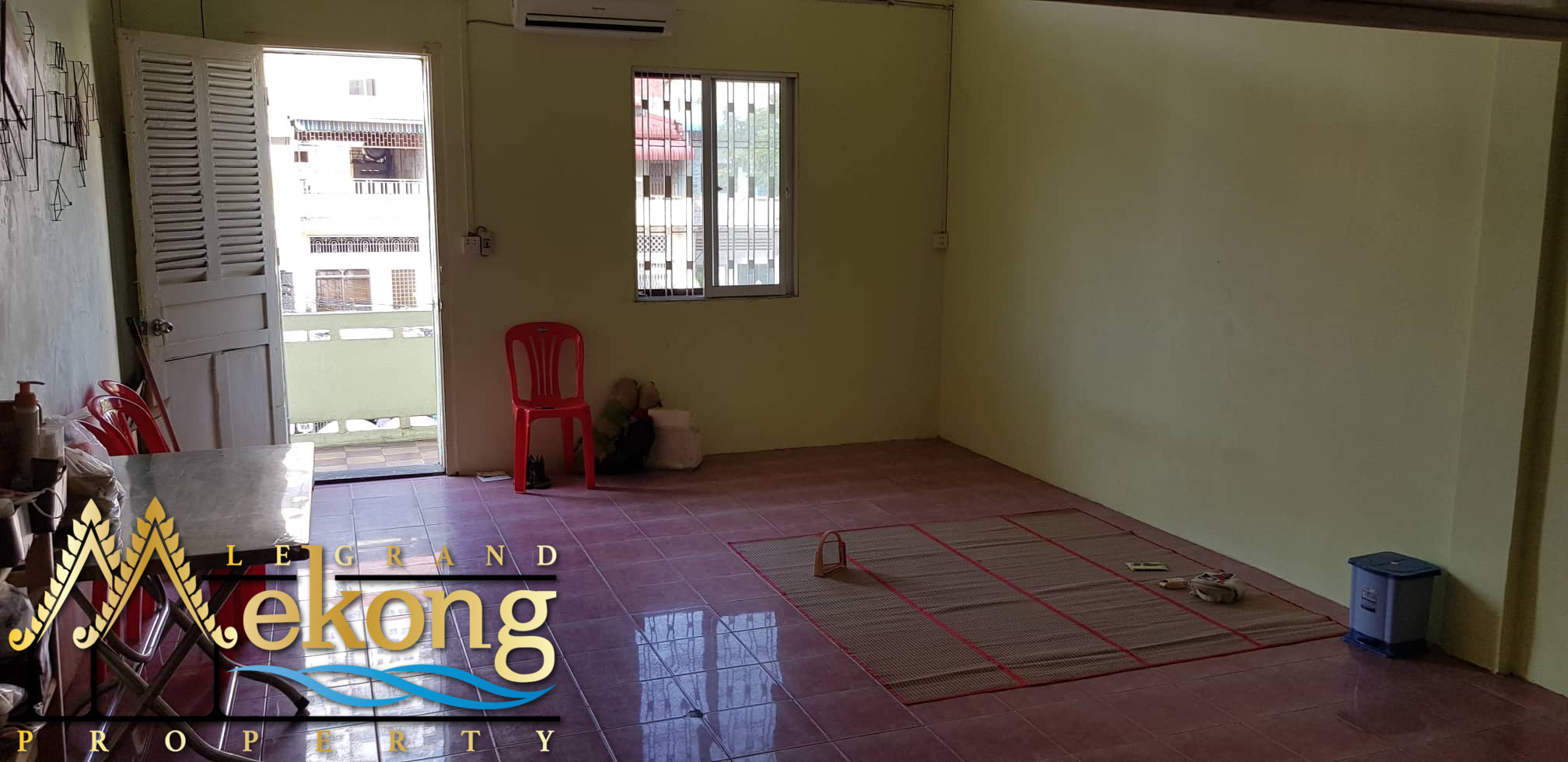 Apartment to renovate For Sale (Olympic) | LGM348