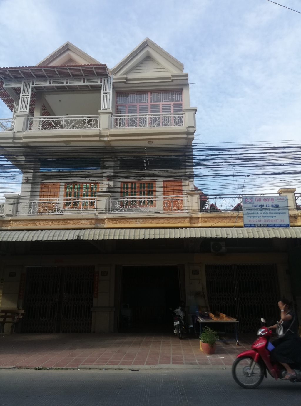3 floors building for rent